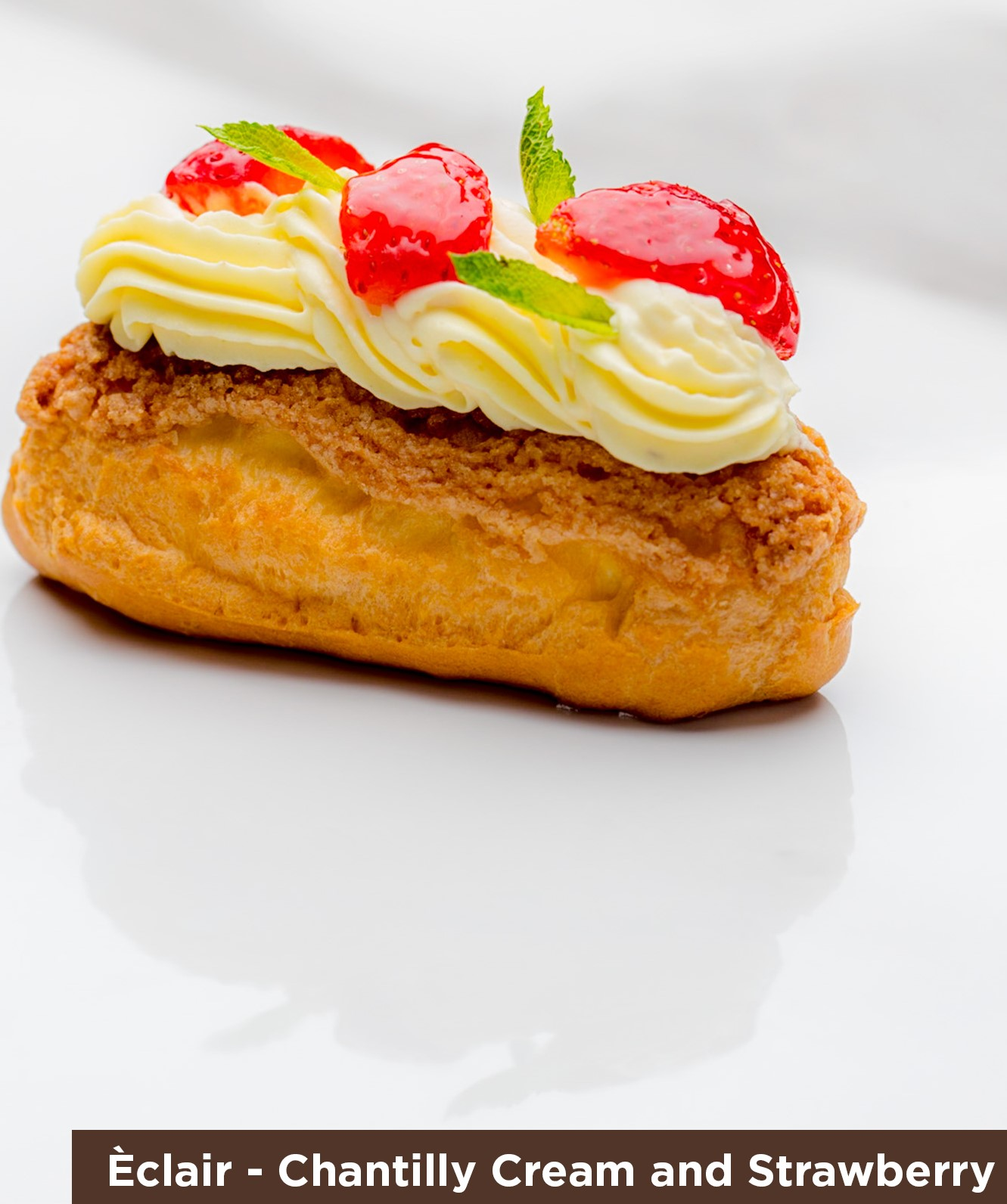Eclair Chantilly Cream & Strawberry